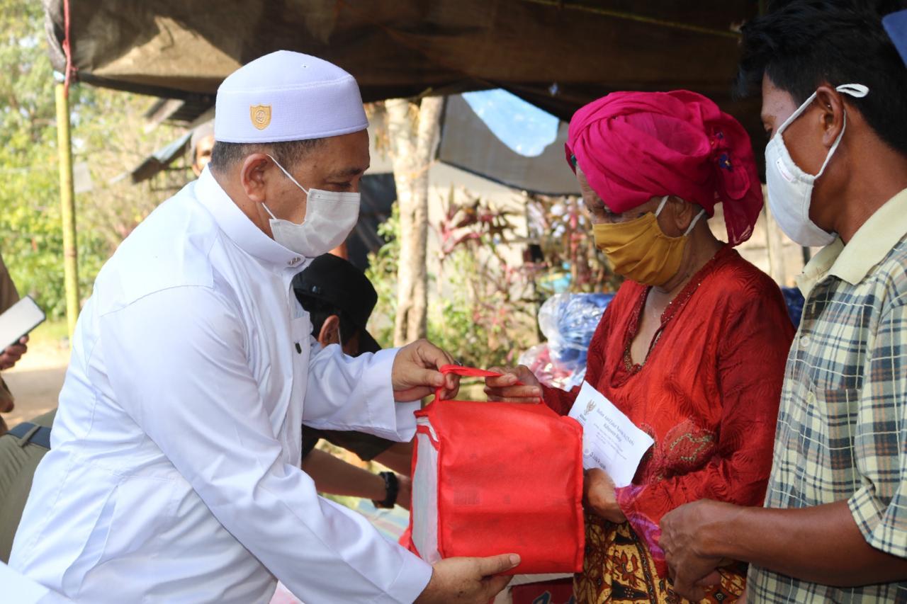 Wakil Bupati Banjar H. Said Idrus Al – Habsyie Salurkan Bantuan Untuk Korban Kebakaran Desa Kelampayan Ulu Dan Desa Mekar